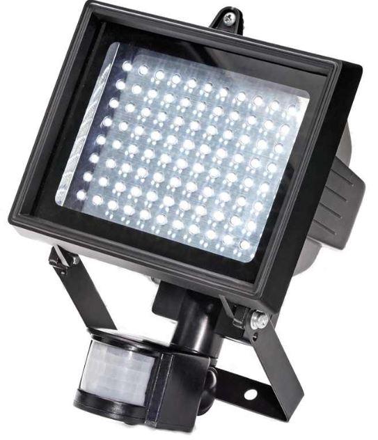 LED Flutlichstrahler mit IP44 und Bewegungsmelder für 24,90€