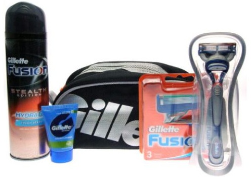 [ebay] Gillette Fusion Mega Set: Rasier, 4 Klingen, Rasiergel, Moisturiser, Tasche inkl. Versand nur 19,99€